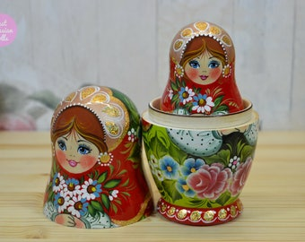 Wooden nesting doll, Handmade Russian matryoshka, Gift for daughter, Russian folk art, Gift for woman, Handpainted babushka in red and green