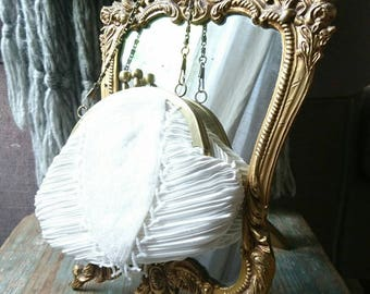 Gorgeous vintage evening bag. Vintage clutch bag. Vintage fashion. Gifts for her. Ladies fashion.