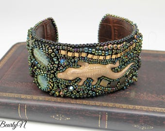Bead embroidered alligator cuff, green and gold , brass crocodile, crocodile-style calf leather lining, summery jewelry, jungle spirit,