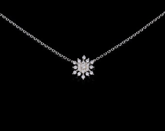 flower-shaped silver pendant necklace, flower shape pendant, Elegant crystal necklace, feminine necklace, multilayer pendant necklace, gift