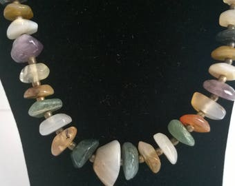 Colourful necklace with a variety of different stones