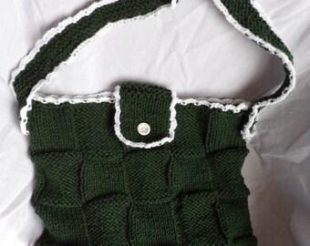 Knitted shoulder bag, hunter green, white trim.