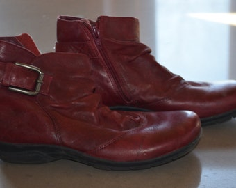 Code FOREVER15: 15% + reduced SHIPPING! Booties Clarks red leather like new!                                 8
