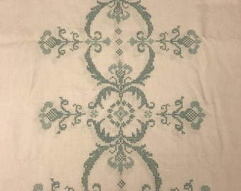 Beautiful Vintage Tablecloth and 12 Matching Napkins with Cross Stitch Design