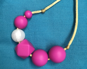 "Silicone teething necklace, breastfeeding necklace, nursing necklace, teething jewellery, ""Fuchsia Cluster"", pink, gold, pearl"