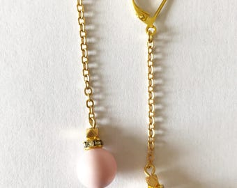 Earrings Leonore with golden chain, Swarovski pearls and gold-plated Zamak and sequins pellets