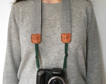 ETHNIC WHITE & BLACK camera strap