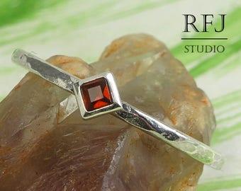 Kite Genuine Garnet Hammered Silver Ring, January Birthstone Modern Promise Ring 2x2 mm Princess Cut Red Garnet Ring Rhombus Stackable Ring