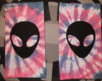 Tie dyed standard 100% cotton pillowcases with Alien screen print