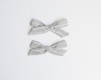 Gray Linen Pigtail Set, Gray Stripe Bows, Gray Pigtails, Simple Headband, Twin Headbands, Twin Newborn Photos, Sister Photos, Nylon Headband