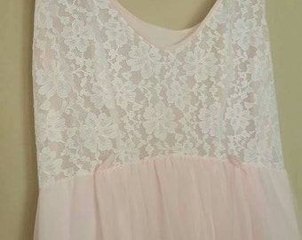 Vintage 1960's Union made pink and lace nightgown