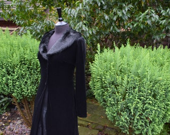 Gothic Style Maxi Evening Coat/Shrug/Cardigan Velvet Faux Fur Collar Black Vintage Jump Apparel By Wendy Choitin @ 1990s Small
