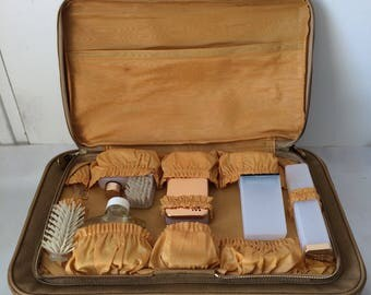 GAMET vintage suitcase and its integrated Toiletry Kit