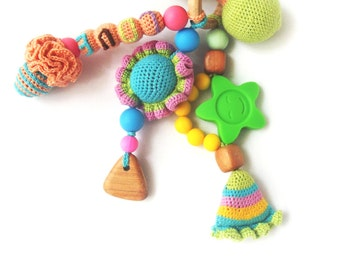 Baby teething toy - Wooden teether - Crocheted rattle