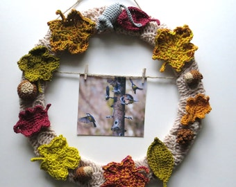 Autumn Wreath with picture hanging, crochet Garland featuring crochet leaves and autumn colours, photo frame