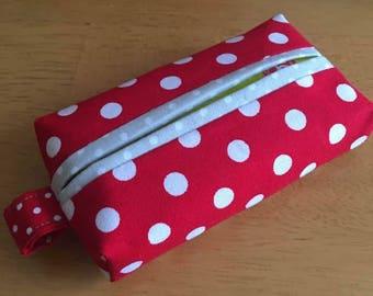 Tissue holder cases with tissue