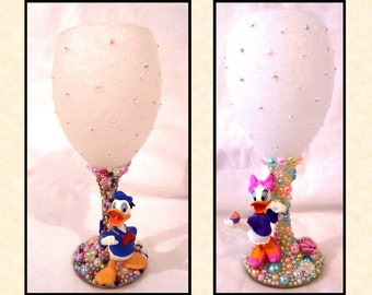 Donald or Daisy Duck Disney Inspired Glitter and Pearl Wine Glass