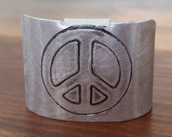Peace sign Tail Cuff