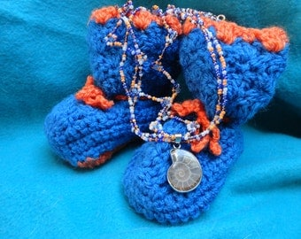 MOM and baby gift, small slippers made hands hook and necklace pearls of rubbles and ammonite