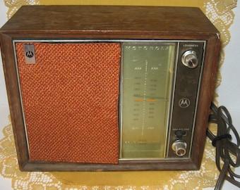 Vintage Motorola AM/FM Solid State Radio TT13EW