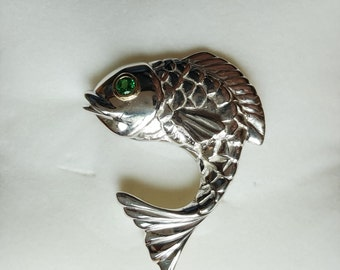 Animated Fish brooch in Sterling Silver with accent imitaion gem set in yellow gold.