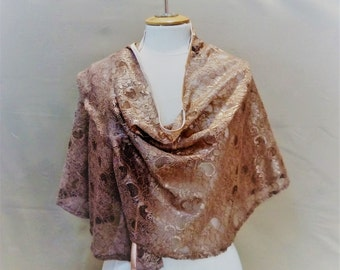Chale, lace stole, lace, shawl, accessory,