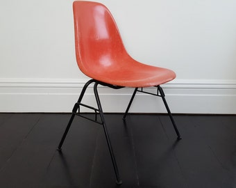 Original vintage Charles and Ray Eames DSS Fibreglass stacking chair by Herman Miller