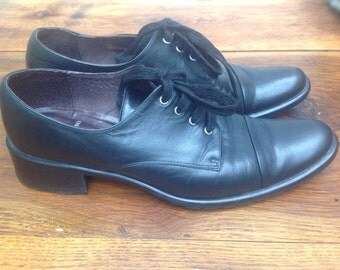 90s vintage Shoes. Scarpe allacciate in pelle. Leather Shoes Made in Italy . Osford Shoes .