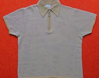"""Vintage Men's Waffle Texture Top In Camel & White. Size 42""""/107 cm."""