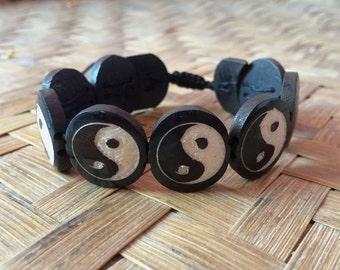 BCB08  Ying Yang Carved Round Shaped Bone Bracelet