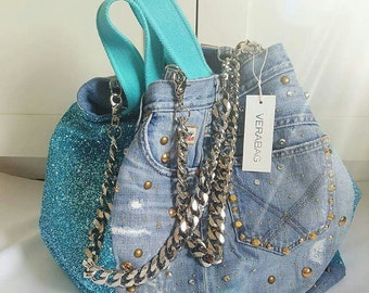 Shopping bag with second-hand jeans