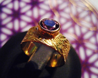 gold ring with beautiful spinel