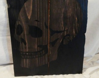 Skull silhouette wall plaque on reclaimed pallet wood.