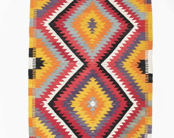 Hand-woven Kilim from the region of Antalya. 140 x 88 cm. Kilim apartment Berlin.