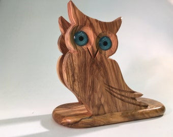 Support for napkins in the form of OWL, made of olive wood. 11 X 14 cm.