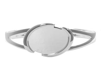 Oval Torque Bangle with 18x25mm Cup