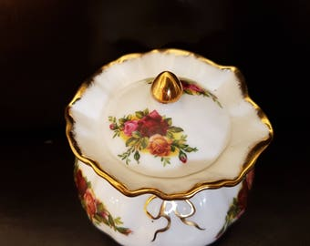royal albert old country roses dorothy lidded pot