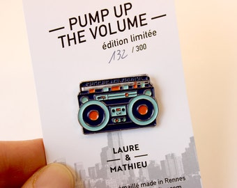 "Pin's ""Pump Up The Volume"" / Ghetto Blaster / enamel pin / music / radio /hype/Boombox"