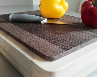 Chopping board with tray.