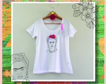 Embroidery in Frida's T-shirt