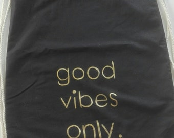 """Good vibes only"" gym bag black/gold, hand painted"
