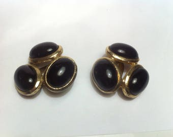 Golden earrings with agate black