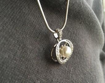 Pearl & topaz pendant