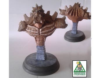 Reptilion Mini Bust. High quality, hand cast sci-fi fantasy resin statuette. Hand painted