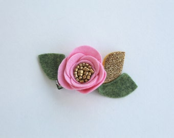 GOLDEN SWEET PEA// single flower clip// felt flower