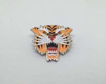 Roar / lapel pin