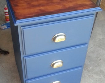 Nautical bedside table with three drawers