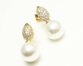 Pearl drop bridal earrings, teardrop shaped, bridesmaids, Mother of the bride gift, Mother of the groom earrings, Wedding Jewelry