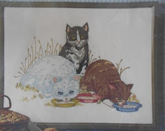 "Crewel Stitchery Embroidery Kit Cats or Kittens Design ""Three's A Crowd"" by Paragon #0216"