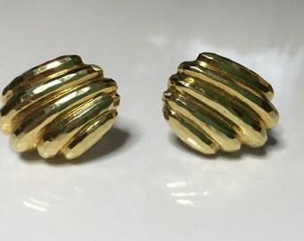 "Estate 14K Yellow Gold 1.25"" X 1.00"" Omega Back Hammered Shell Earrings 20 Grams"
